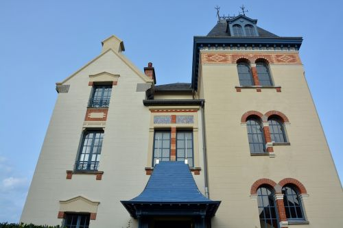villa remains bourgeois