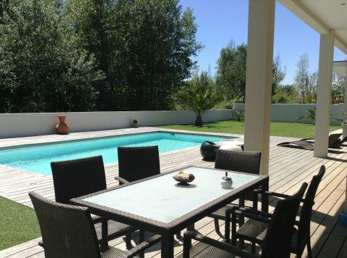 villa swimming pool renting