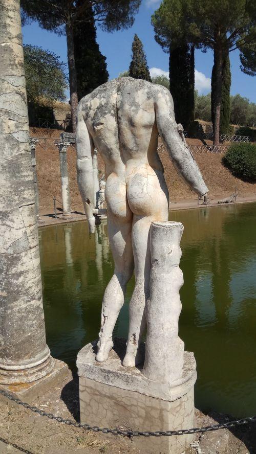 villa adriana statue rome