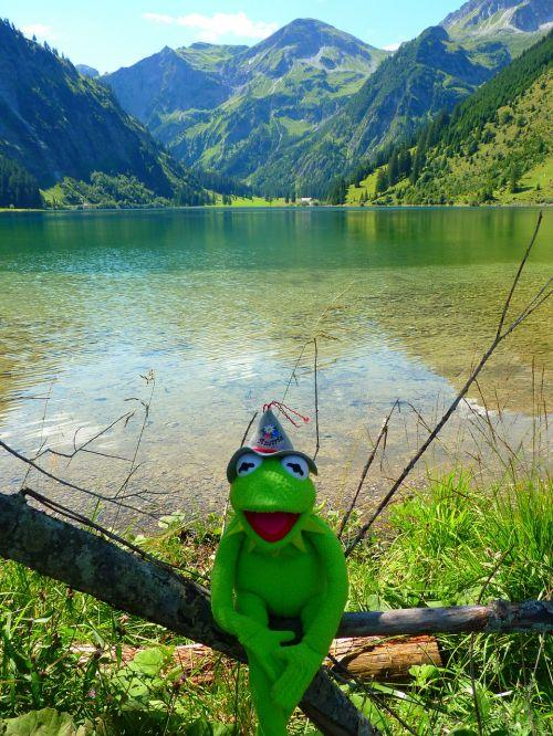 vilsalpsee lake mountains