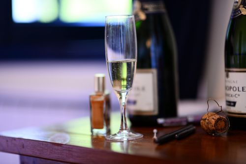 vine glass champagne