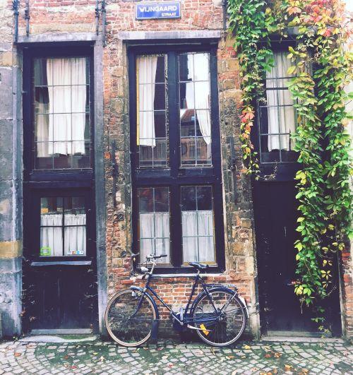 vintage old house bike