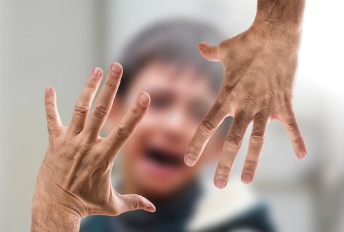 violent  woman  man