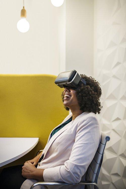 virtual reality  amusement  businesswoman