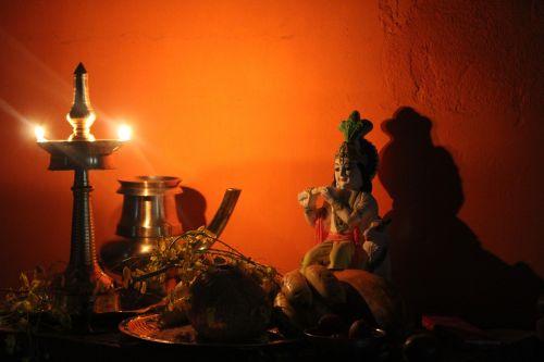 vishu,kerala festivalis,derliaus šventė,kerala,festivalis,Indija,religija,hindu,dievas,kultūra,norai,šventė,fleita,unniyappam,Daggery,neyyappam