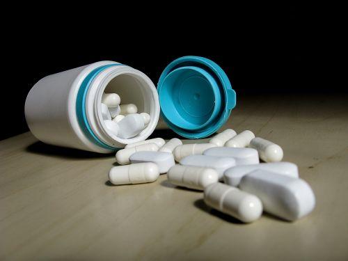vitamin dietary supplement capsules