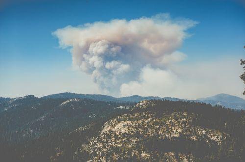 volcano eruption cloud