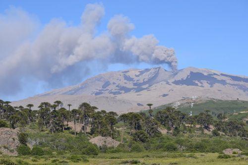 volcano eruption ash