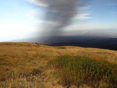 vulkanas,pelenai,debesis,išsiveržimas,ugnikalnio išsiveržimas,vulkanizmas,kraštovaizdis,italy,dūmai,gamta,pelenų debesis,dūmų debesis,vulkaniniai pelenai,sunaikinimas,protrūkis,orlaivis,skrydžių draudimas,iceland,etna,sicilija