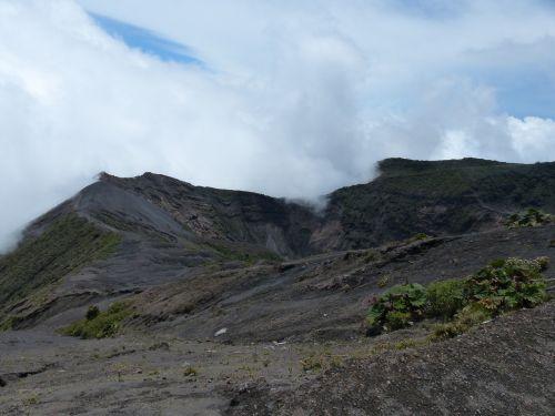 volcano irazú crater