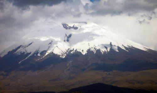 volcano cotopaxi ecuador
