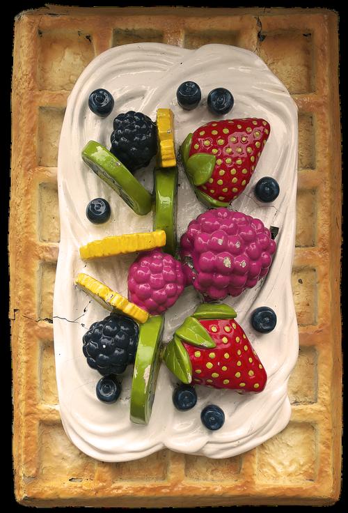 waffle  cream  fruit
