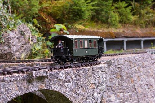 wagon  train  old