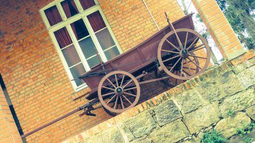 wagon antique past