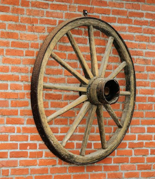 wagon wheel wall hauswand