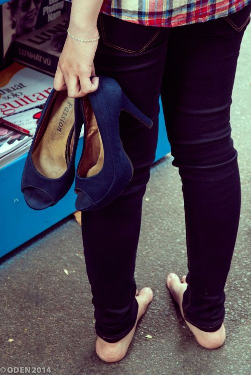 walking high heels shoe