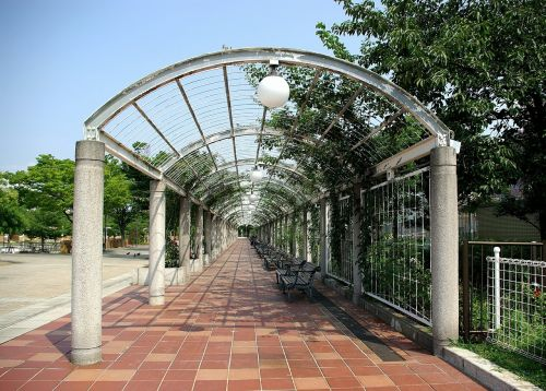 walkway covered perspective