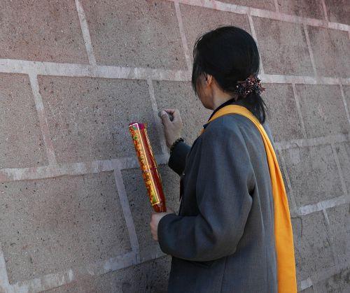 wall to write buddhism