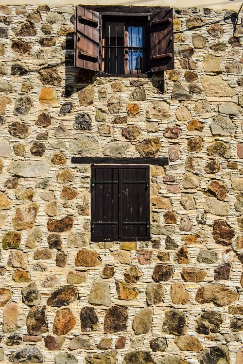 wall windows stone built