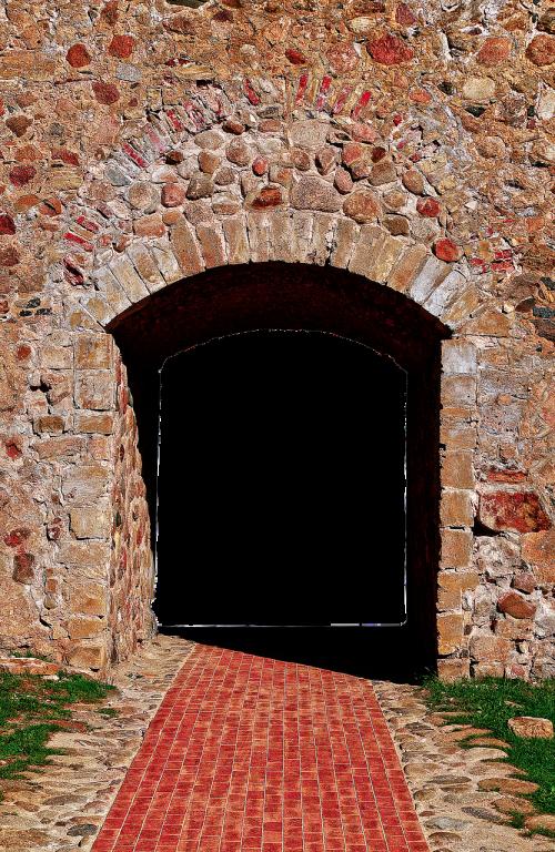 wall natural stones passage