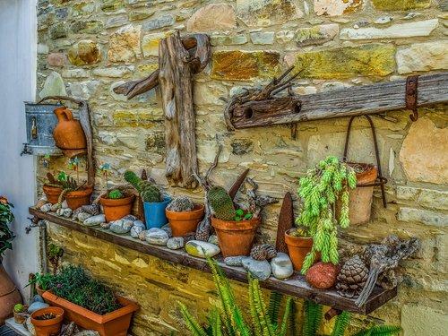 wall  yard  traditional