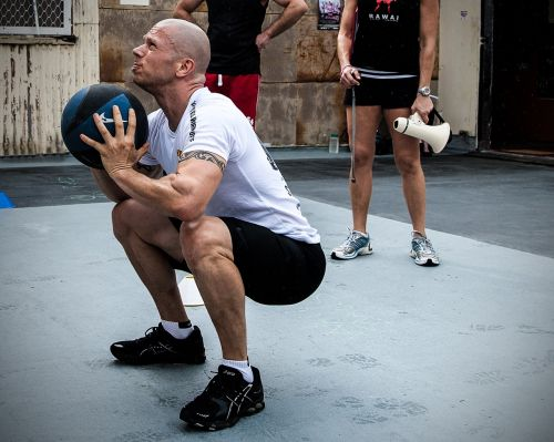 wall ball crossfit grunge