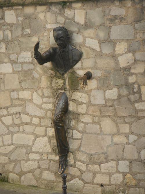 wall pass man standing montmartre