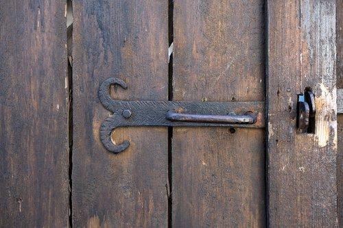 wallpaper  door  detail