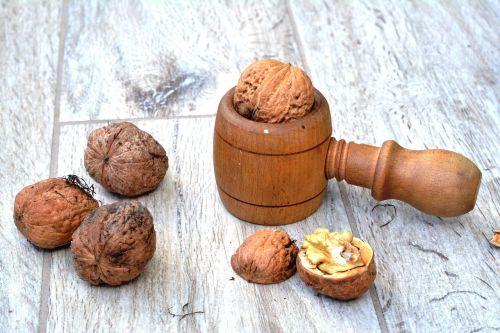 walnut walnuts smash