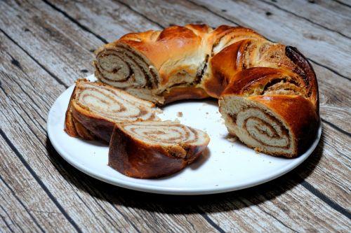 walnut braid bake cake