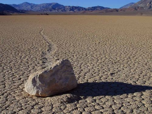 wandering rocks stones death valley