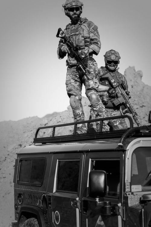 war desert guns