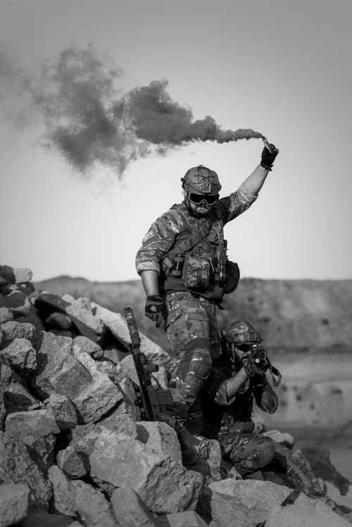 war desert gunshow