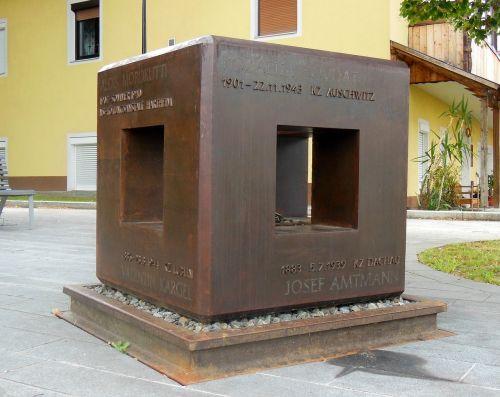 war memorial memory kz