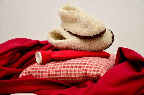 šiltas,antklodė,Karšto vandens butelis,šlepetės,žiema,jaukus šiltas