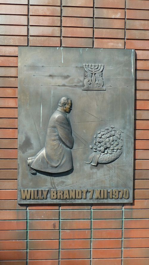 warsaw bronze plaque monument of the knee if