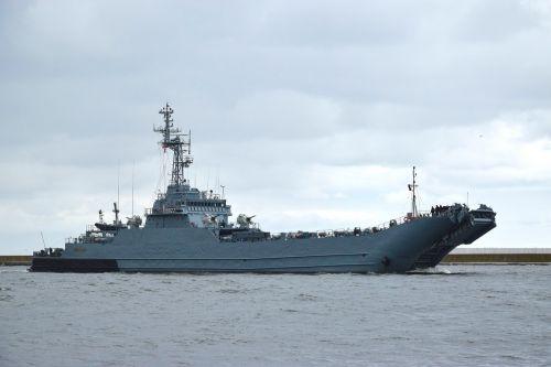 warship battleship freighter
