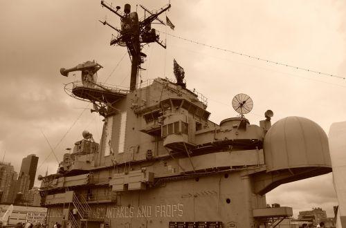 warship war gun