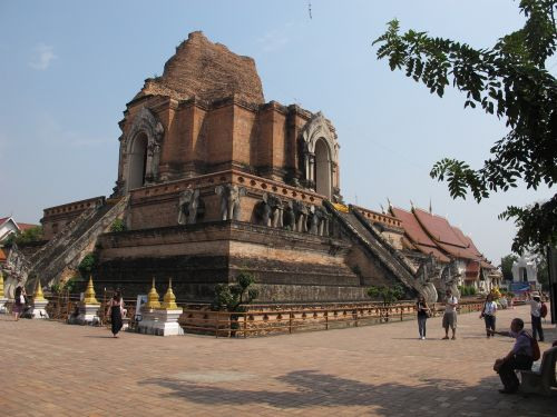 wat chedi luang thailand buddhist temple