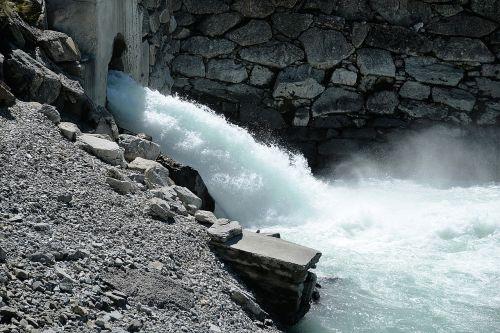water flow roaring
