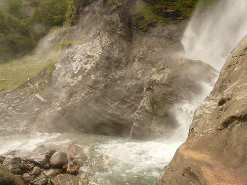 vanduo,krioklys,partschins krioklys,purkšti,putos,gamta,lankytinos vietos,val venosta,meranas