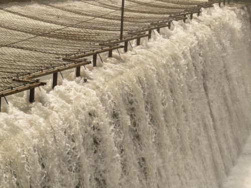water river spray