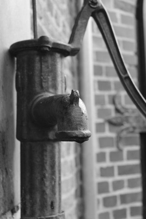 water pump pump hand pump