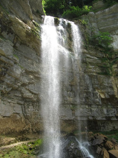 waterfall france hérisson