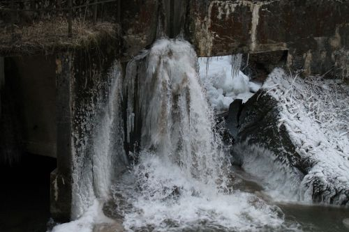 waterfall icefall ice climbing