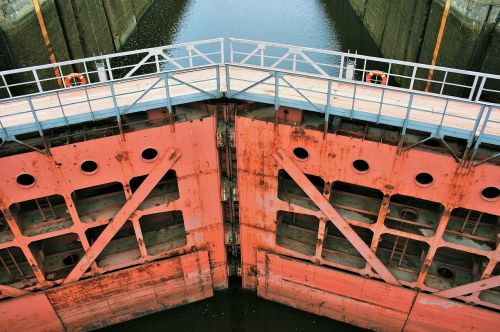 watergate lock water canal