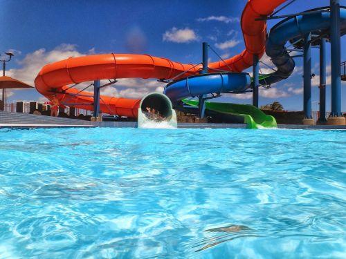 vandens kalniukas,vandens parkas,Vandens parkas,baseinas,vanduo,skaidrių,linksma,vasara,parkas,pramogos,laisvalaikis,laimingas,veikla,maudytis,vaikas,purslų,poilsis,aqua,purslų,mėlynas,plaukti,šlapias,jaunas,lauke,saulė,vaikystę
