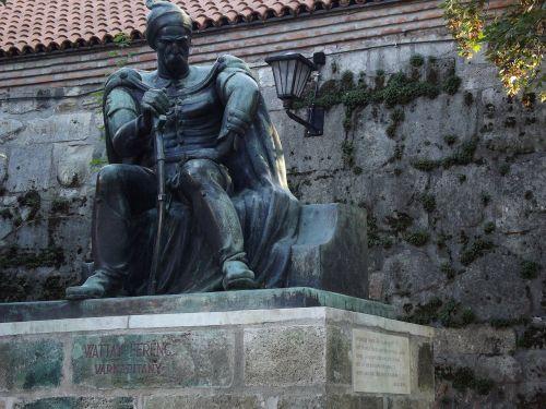 wattay captain statue