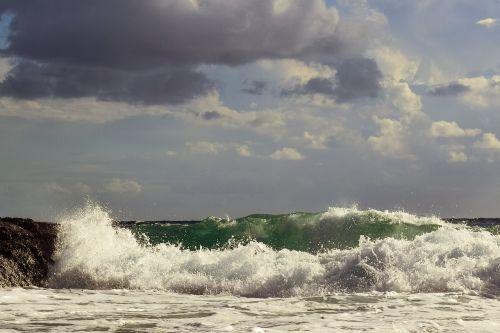 banga,trupinimo,uolos pakrantė,jūra,Krantas,ruduo,dangus,debesys,jūros dugnas,gamta,purkšti,putos,vėjas,oras,sezonas