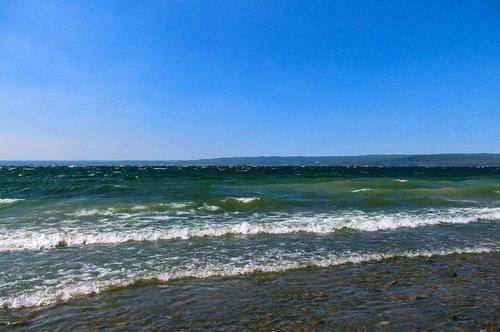 waves on yellowstone lake  wyoming  water